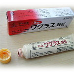 【質問】赤色ワグラス軟膏はニキビ跡にも有効なんですか?